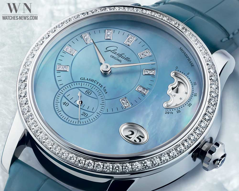 Close up on the dial of the glashutte original panomaticlunablue