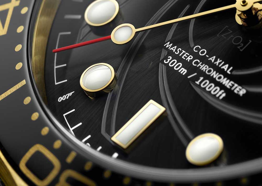 omega seamaster diver 300m james bond limited set closeup